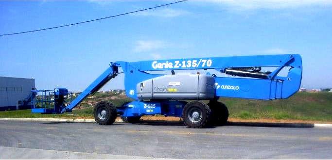 A Plataforma com Lança Telescópica Articulada Genie Z135 é ideal para indústrias ou construções em áreas externas ou internas.