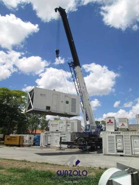 A Cunzolo realizou o içamento de um gerador container com peso de 17t. Para essa operação, foi utilizado o guindaste Guindaste Rodoviário Tadano GS900BR.