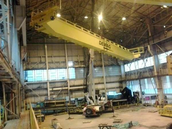A Cunzolo realizou o içamento de duas vigas de ponte rolante, cada viga medindo 22 metros de comprimento, com maior peso de 17 toneladas.