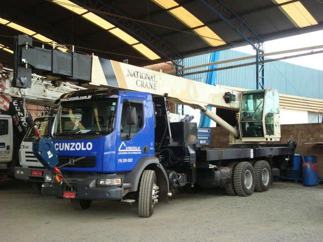 O Guindaste Rodoviário Manitowoc National 1400A possui sistema sensível à carga que proporciona uma operação do equipamento mais suave.